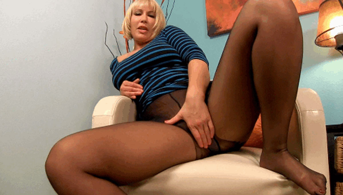 Stepmom Fun model wearing nylons